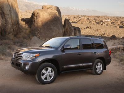 2014_Toyota_Land_Cruiser_18