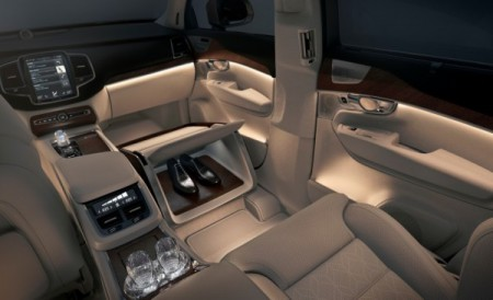 Volvo-XC90-Excellence-Shoes-box-600x366