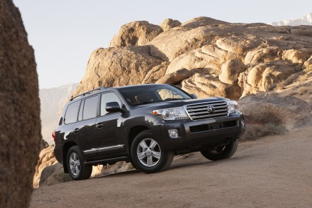 2013_Toyota_Land_Cruiser_001