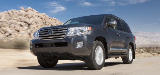 2013_Toyota_Land_Cruiser_002