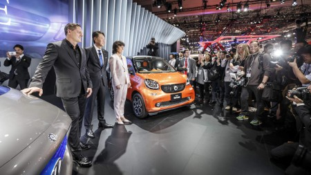 World premiere for the Mercedes-Benz Vision Tokyo – Japanese premieres for the GLE and smart: Gorden Wagener, Head of Design, Daimler AG, Dr. Annette Winkler, Head of smart and Kintaro Ueno, CEO of Mercedes-Benz Japan.