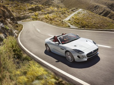 Jag_FTYPE_16MY_AWD_R_Glacier_White_Image_191114_01_LowRes