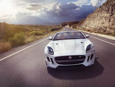 Jag_FTYPE_16MY_AWD_R_Glacier_White_Image_191114_05_LowRes