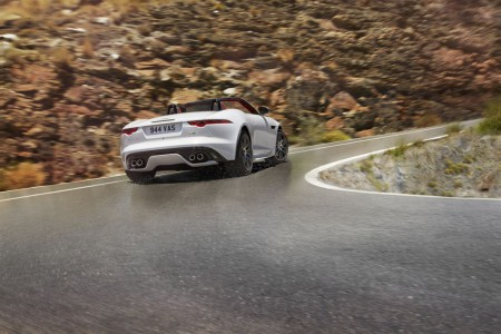 Jag_FTYPE_16MY_AWD_R_Glacier_White_Image_191114_08_LowRes