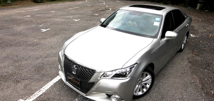 Toyota Crown Athlete Hybrid 2.5 S
