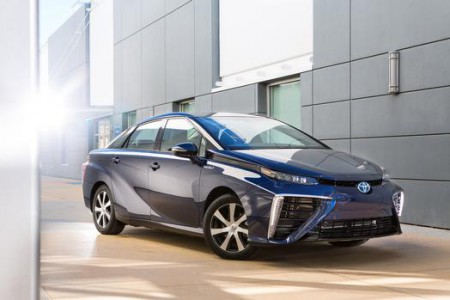 2016_Toyota_Fuel_Cell_Vehicle_001_63917_42747_low