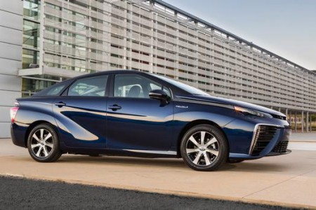 2016_Toyota_Fuel_Cell_Vehicle_004_63926_42747_low