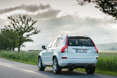 2014-volvo-xc90-rear-three-quarters-view-01